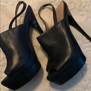 PLATFORM BLACK LEATHER SLINGBACKS